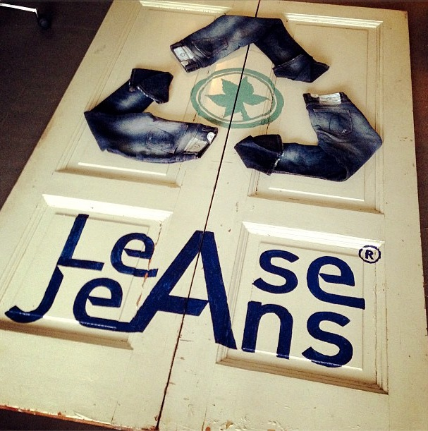 Mud Jeans Display Lease a Jeans